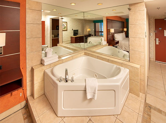 King Room with Whirlpool Tub at The Breakers Resort Inn on